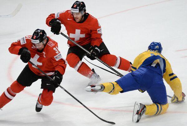 Игровой момент матча между национальными командами Швейцарии и Швеции