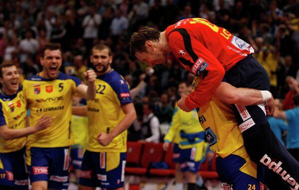 Гандболисты польского Кельце радуются победе в матче за бронзу Лиги чемпионов