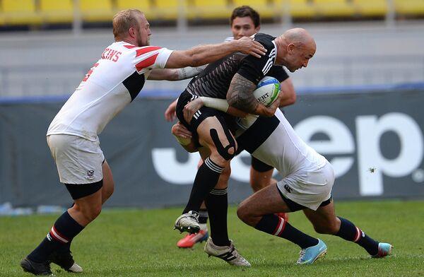 Игровой момент матча мужской части Кубка мира по регби-7 США - Новая Зеландия
