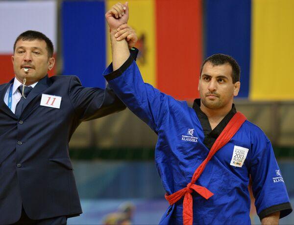 Алибек Хапаев (справа)