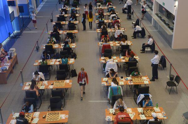 Cпортсмены в матче четвертого тура женского шахматного турнира