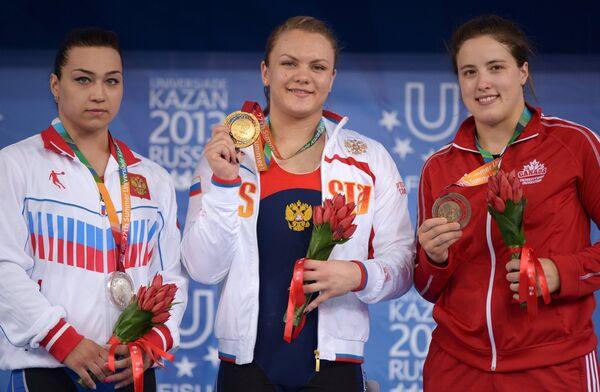 Надежда Евстюхина, Ольга Зубова и Мари-Ив Бошемин-Надо (слева направо)