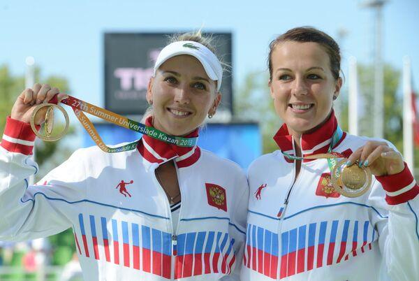 Российские спортсменки Елена Веснина (слева) и Анастасия Павлюченкова
