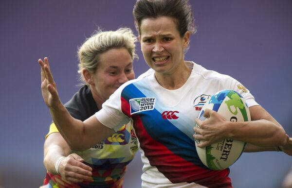 Игрок сборной России Надежда Кудинова (справа)
