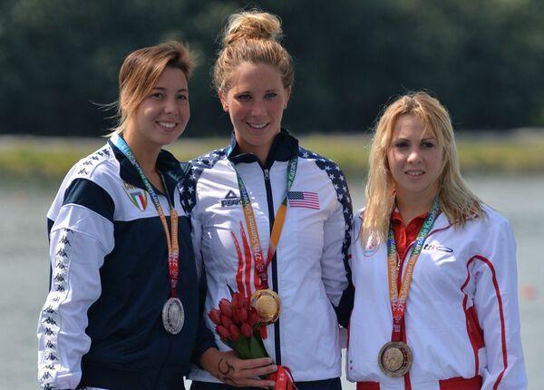 Слева направо: итальянка Аврора Понсель (серебряная медаль), американка Эшли Твичелл (золотая медаль) и хорватская спортсменка Карла Ситич (бронзовая медаль)