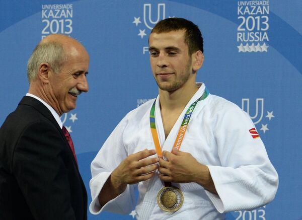 Якуб Шамилов (справа)