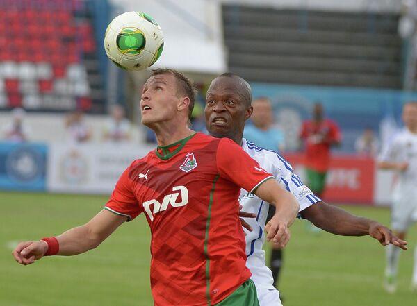 Игровой момент матча Волга - Локомотив
