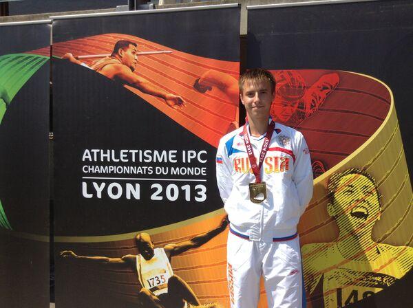 Андрей Вдовин с золотой медалью за победу в IPC чемпионате мира по легкой атлетике в беге на 100 метров в классе Т37