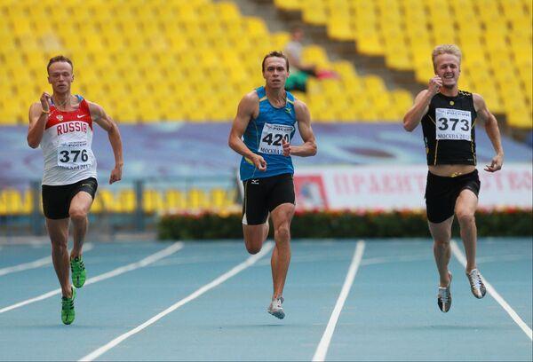 Артур Рейсбих, Вячеслав Колесниченко (третье место) и победитель Александр Хютте (слева направо)