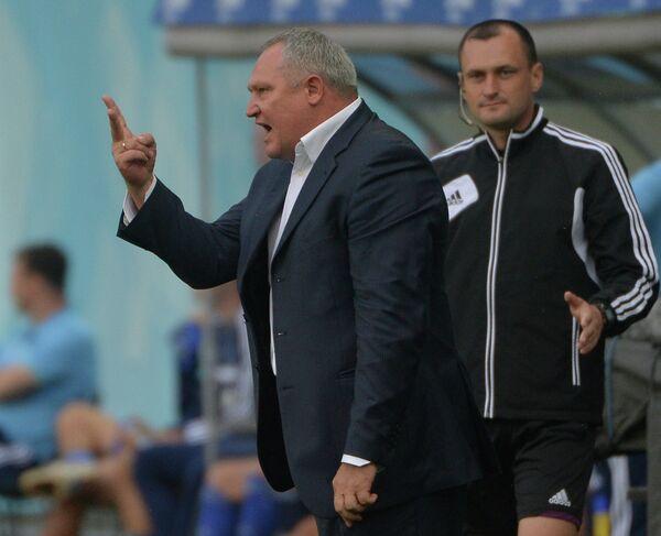 Главный тренер Терека Юрий Красножан (слева)