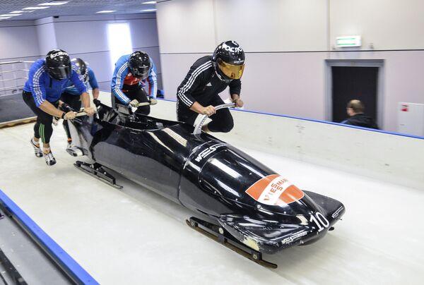 Экипаж Александра Касьянова во время тренировки сборной России по бобслею и скелетону