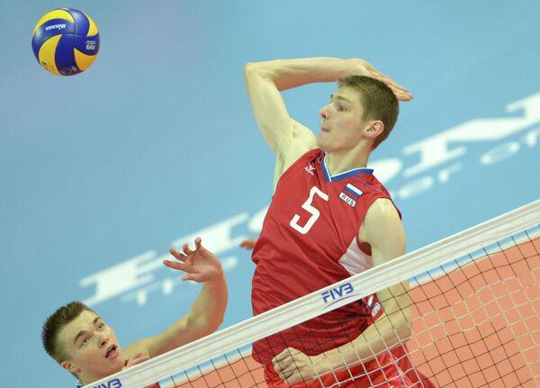 Волейболисты молодежной сборной России Павел Панков (слева) и Иван Демаков