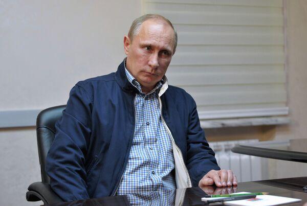 Владимир Путин во время встречи с губернатором Красноярского края Л. Кузнецовым в Красноярске