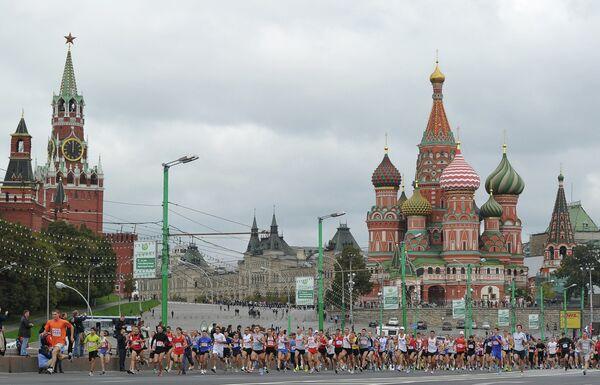 Участники московского международного марафона мира