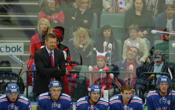 Юкка Ялонен и хоккеисты СКА