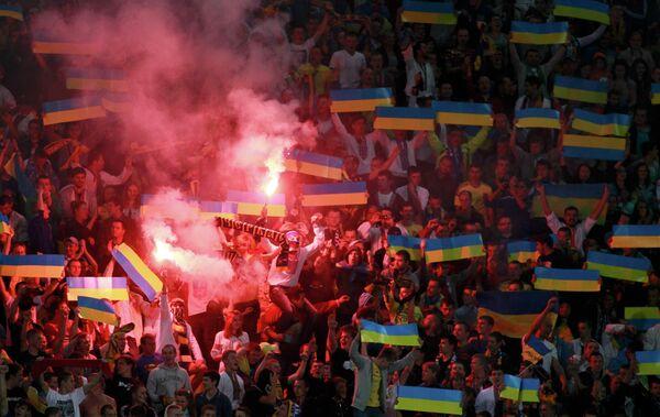 Болельщики сборной Украины по футболу в матче против Сан-Марино во Львове