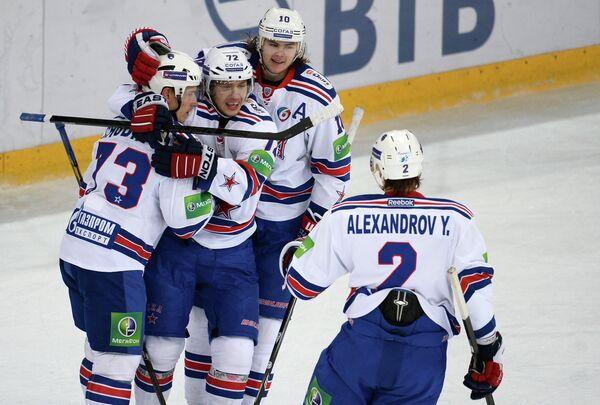 Хоккеисты СКА Максим Чудинов, Артемий Панарин, Виктор Тихонов и Юрий Александров (слева направо)