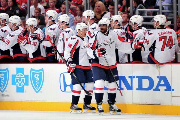 Хоккеисты Вашингтон Кэпиталз в стартовом матче НХЛ.