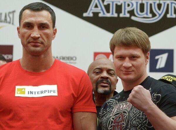 Владимир Кличко (слева) и Александр Поветкин