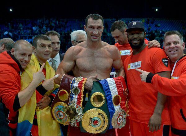 Владимир Кличко (в центре)