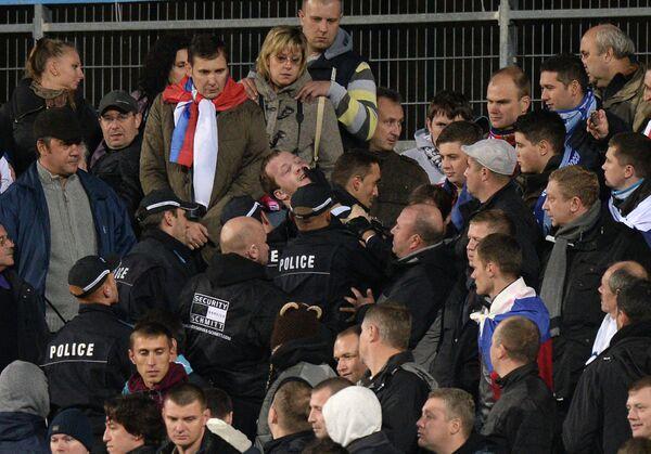 Болельщики сборных России и Люксембурга устроили потасовку