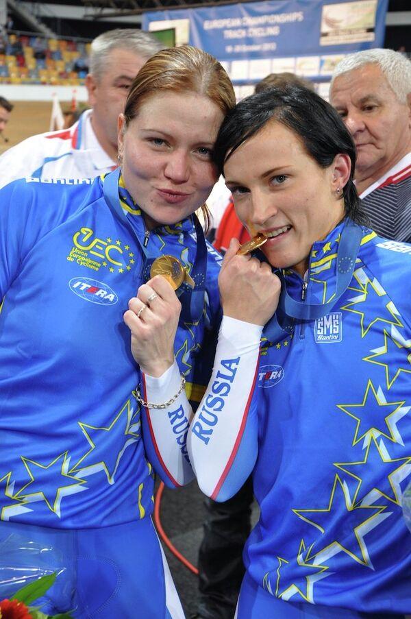 Ольга Стрельцова и Елена Брежнива (слева направо)