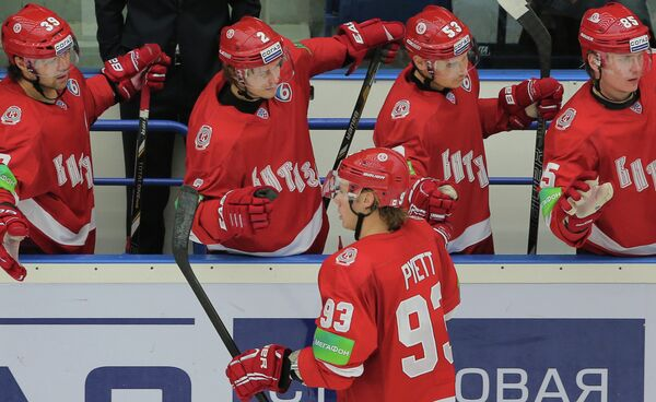 Максим Рыбин, Роман Таталин, Логан Пайетт, Павел Чернов и Александр Рыбаков (слева направо)