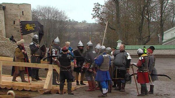 Древнерусские воины встретили олимпийский огонь в Изборской крепости