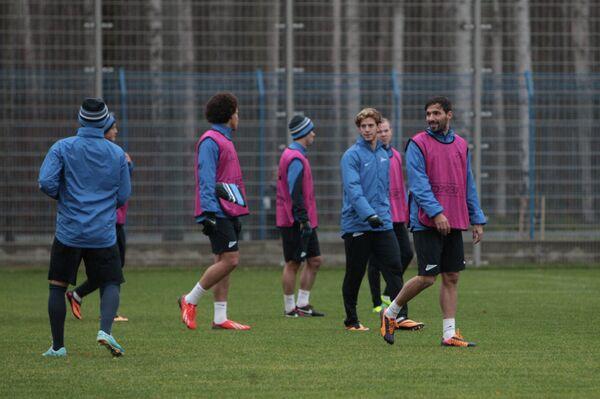 Футболисты санкт-петербургского Зенита на тренировке перед матчем с Порту