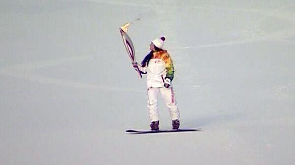 Огонь ОИ проехал по канатной дороге и на сноуборде в Ханты-Мансийске