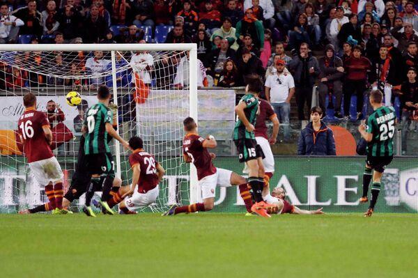Игровой момент матча Рома - Сассуоло