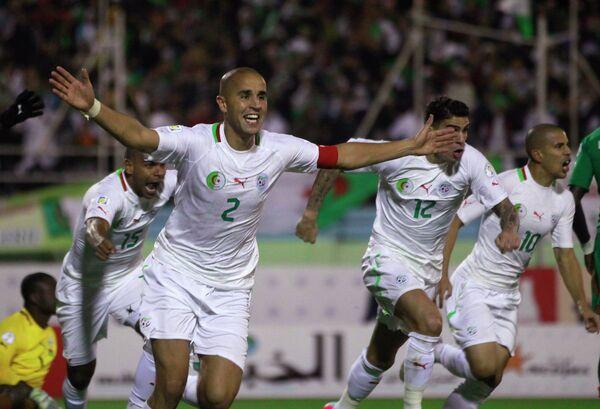 Нападающий сборной Алжира Маджид Бугерра