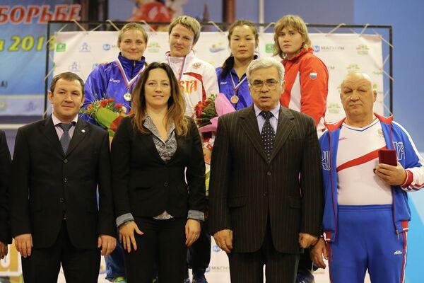 Юрий Шахмурадов (третий слева на первом плане)