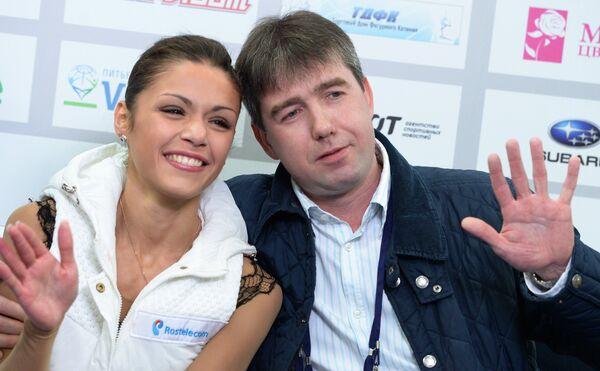Николь Госвияни (слева)