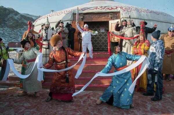Олимпийский огонь посетил этнокультурный центр Алдын-Булак в Туве