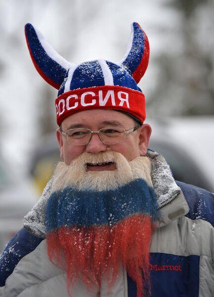 Российский болельщик во время мужской спринтерской гонки на втором этапе Кубка мира по биатлону-2013/14 в австрийском Хохфильцене