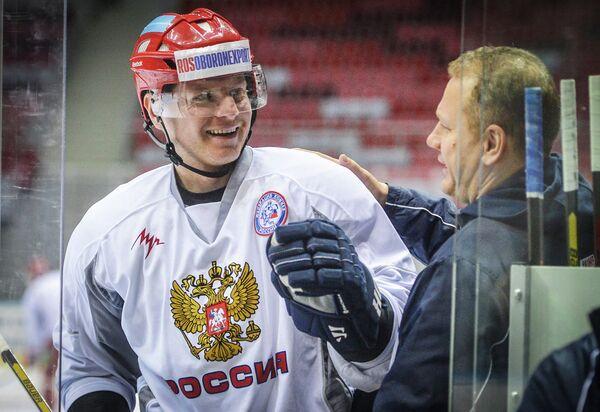 Сергей Соин (слева)