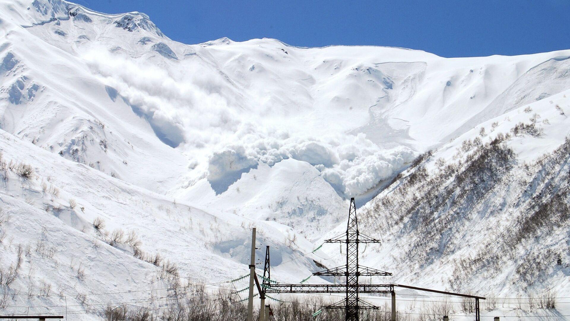 Попавшие под лавину туристы регистрировали маршрут, заявили в СК