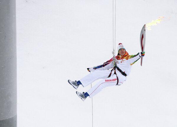 Чемпион мира по ледолазанию в 2013 года Алексей Томилов во время эстафеты олимпийского огня в Кирове