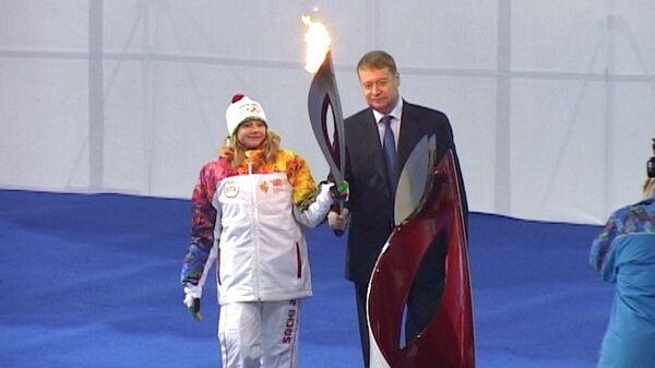 Самые яркие моменты эстафеты огня ОИ-2014 в новогодние праздники
