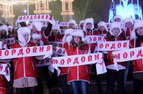 Жители Саранска во время эстафеты олимпийского огня