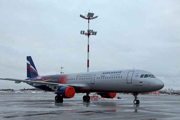 Airbus A321 компании Аэрофлот с символикой Манчестер Юнайтед