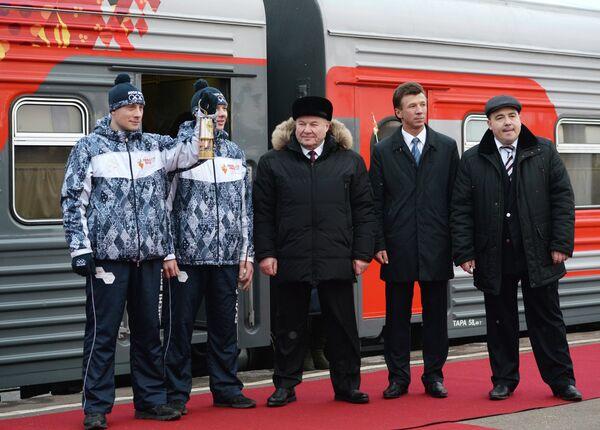 Губернатор Орловской области Александр Козлов (в центре)
