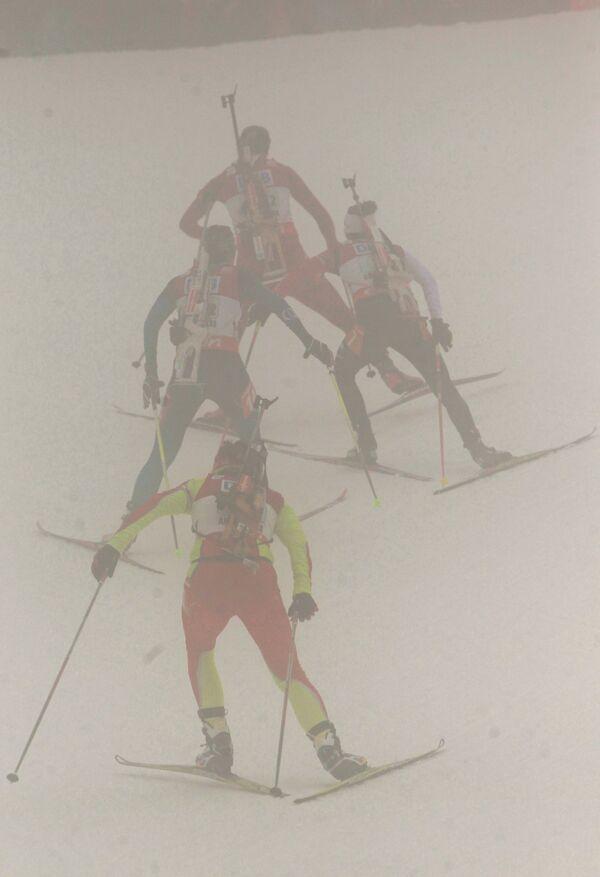 Биатлонистки на дистанции женской эстафетной гонки