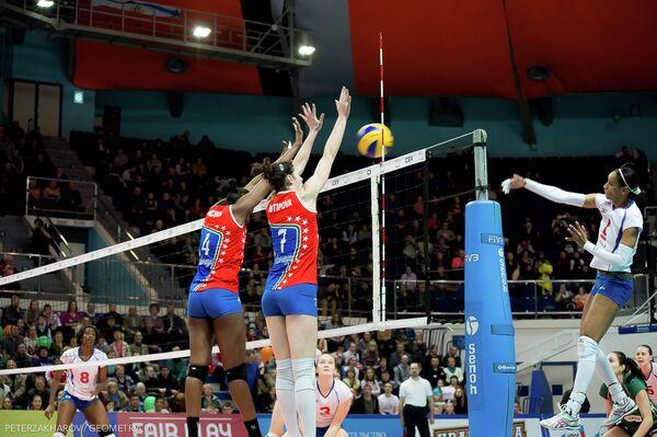 Игровой момент волейбольного матча Уралочка-НТМК - Азеррейл Баку