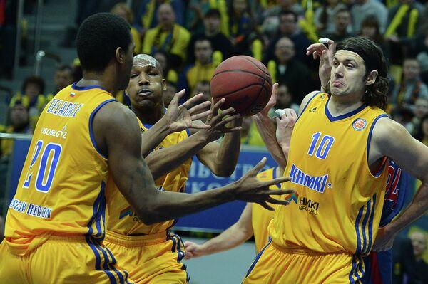 Баскетболисты Химок Крешимир Лончар, Микаэль Желабаль и Майкл Грин (слева направо)