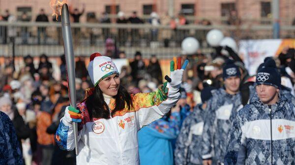 Актриса Анастасия Заворотнюк во время эстафеты олимпийского огня в Астрахани