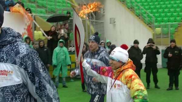 Огонь Олимпиады-2014 пронесли по Анжи-Арене в Каспийске