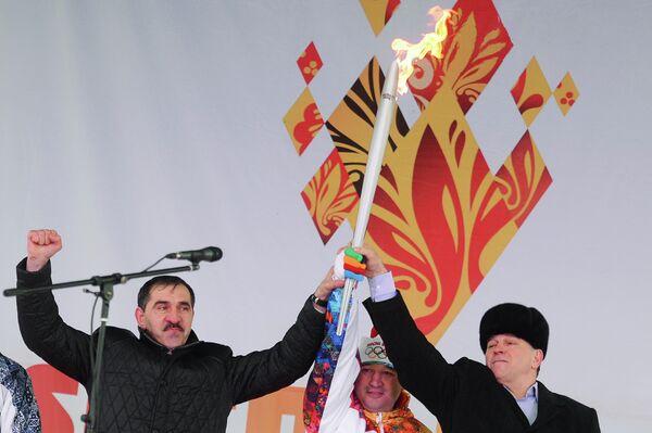 Глава Республики Ингушетия Юнус-Бек Евкуров (слева) и министр по физической культуре и спорту Республики Ингушетия