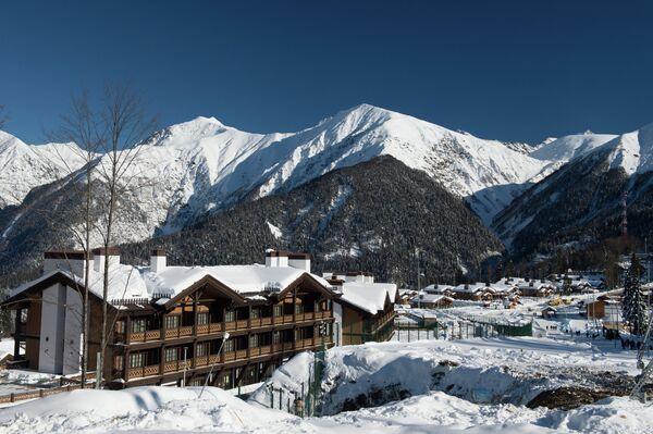 Горная олимпийская деревня в лыжно-биатлонном комплексе Лаура в Адлерском районе Сочи